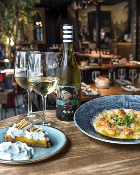 vino postre botella copa plato - Diurno propone un nuevo menú mensual para superar la cuesta de enero