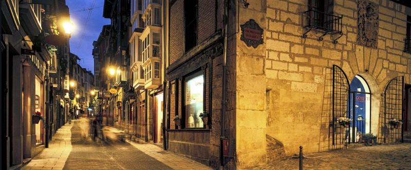"""Vitoria Gasteiz calle Correria - Ruta por los escenarios de """"El silencio de la Ciudad Blanca"""""""