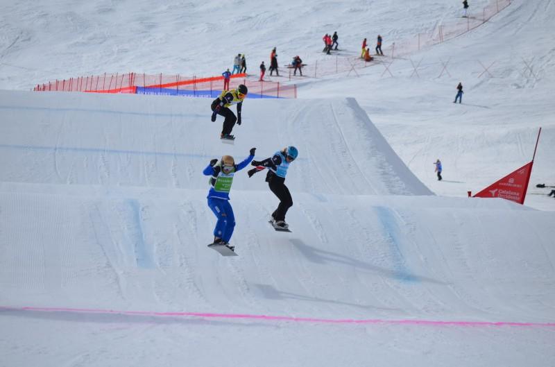 esquiar descenso montaña nieve - Baqueira Beret anima el Carnaval con el Ski Rally Fotográfico de disfraces