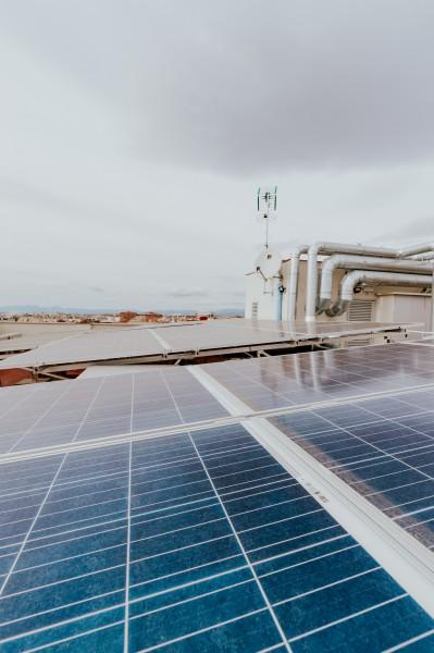 placas solares hotel © CARLOS RM FOTOGRAFIA - Un edificio histórico-artístico convertido en apartamentos turísticos de gestión sostenible