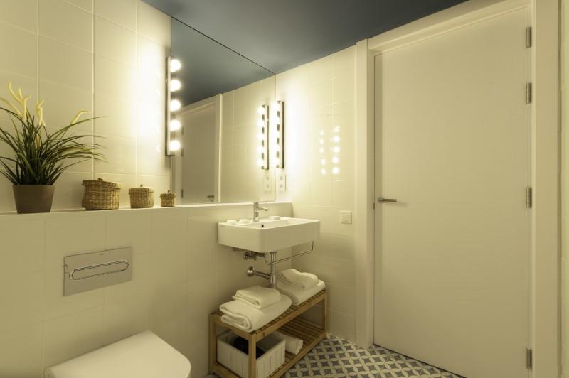 plaza hotel baño © CARLOS RM FOTOGRAFIA - Un edificio histórico-artístico convertido en apartamentos turísticos de gestión sostenible