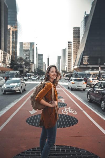 viaje mujer new york - El 63 % de los españoles viaja solo