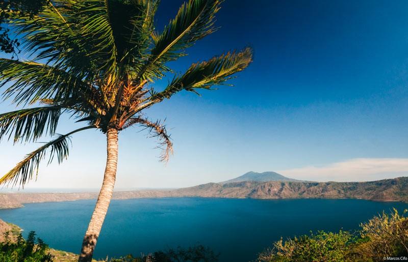 Cocotero Mar montaña Nicaragua Centroamérica © Marcos Cifo - Centroamérica,  un lugar para sentirse vivo