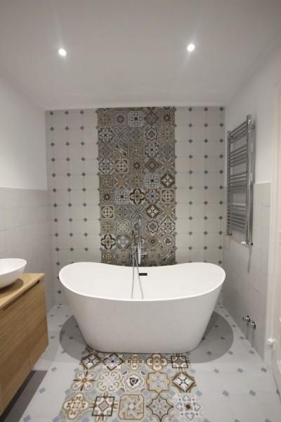 baño bañera  - 7 problemas de limpieza que puedes solucionar con sal