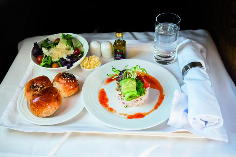 comida avion Clase Business de Emirates © Kenneth Lu - Multipropuestas Más Viajes 67