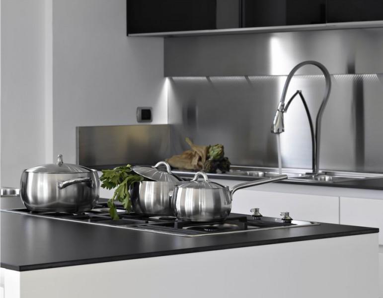 fregadero cazuelas cocina - 7 problemas de limpieza que puedes solucionar con sal