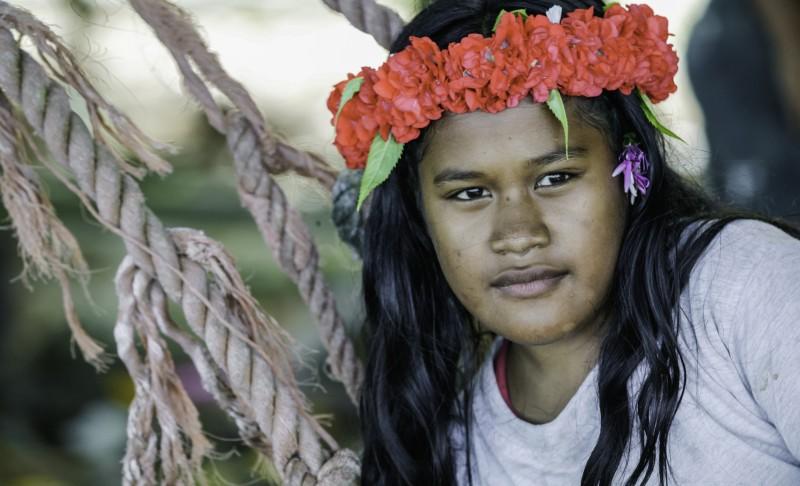 nam madol mujer flores  - Nam Madol; El secreto de los Pohnpeian