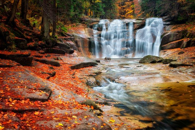 Ciudad de Mumlava cascadas Krkonose República Checa bosque - Visita Chequia con 6 sentidos