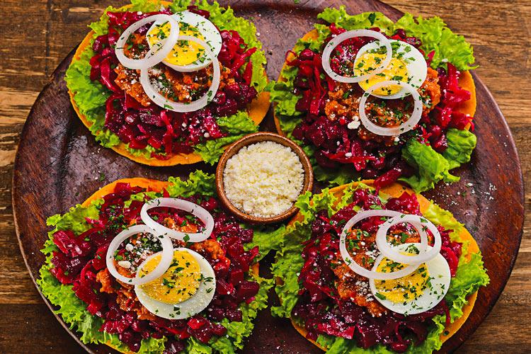 Plato Enchiladas de Guatemala recetas - 8 recetas para viajar con el paladar a Centroamérica