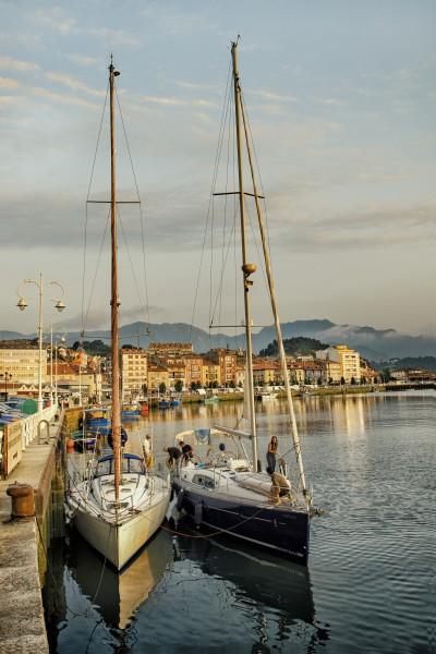 Asturias España yveleros en puerto Jorge Jauregui - Ribadesella con los cinco sentidos
