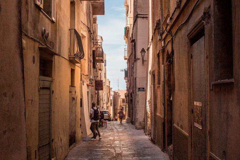 Córcega Francia calles callejuelas casco antiguo - Córcega, la isla de la belleza