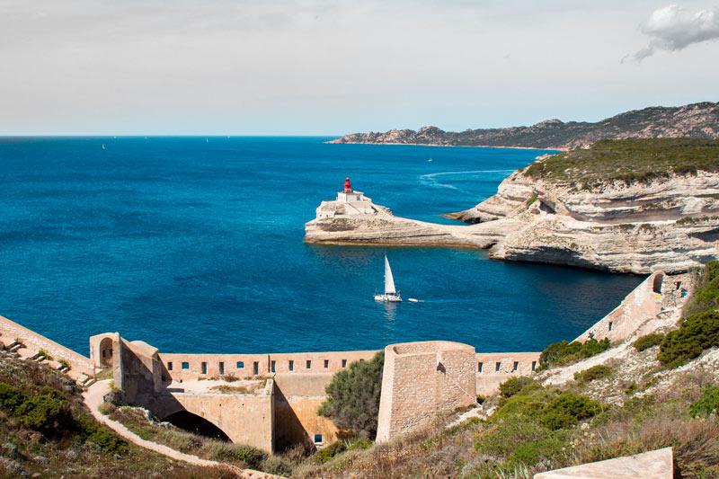 Córcega Francia velero costa - Córcega, la isla de la belleza