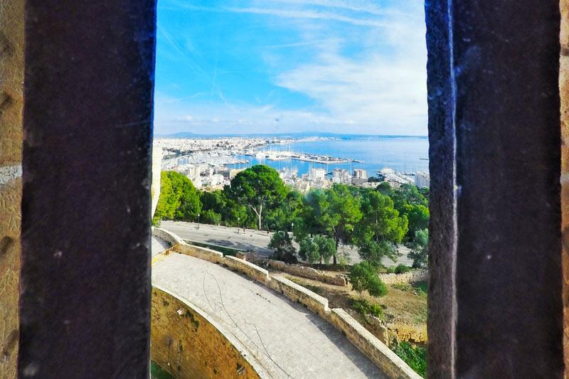 Vista desde Castillo Bellver Palma de Mallorca Islas Baleares © Óscar SÁNCHEZ PÉREZ - 5 curiosidades del Castillo de Bellver de Palma que lo hacen único en el mundo