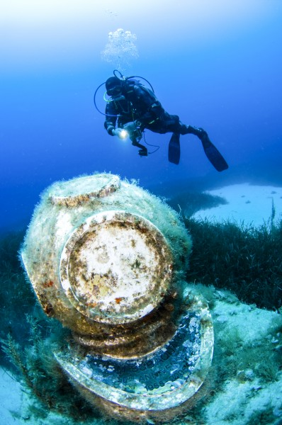 malta buzo mucear casco de presion - Malta, entre templos terrenales y paraísos submarinos