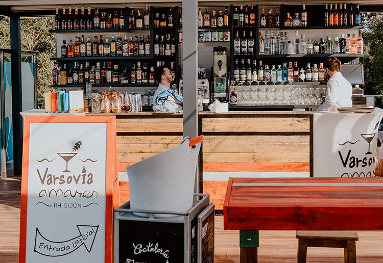 Barra Varsovia Amares restaurante - Varsovia Amares, una terraza con mayúsculas