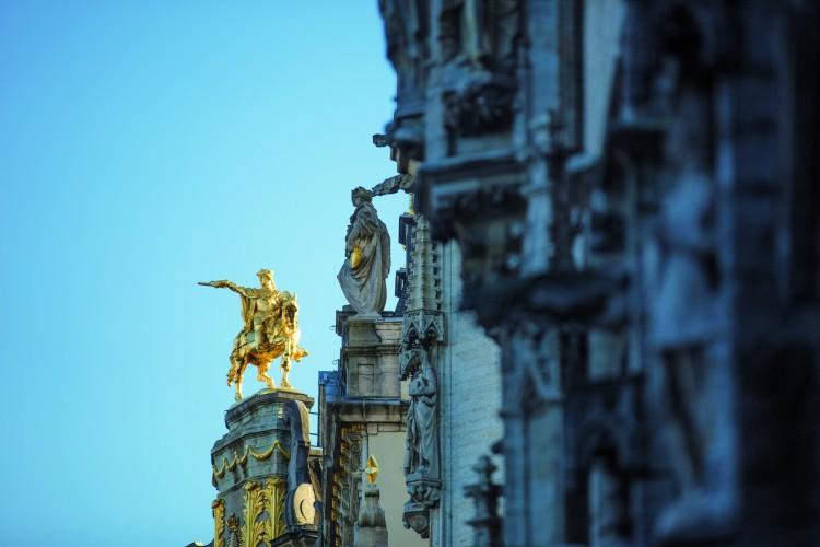 Estatua de oro Bruselas3VisitFlanders - Bélgica: Bruselas; La capital del chocolate