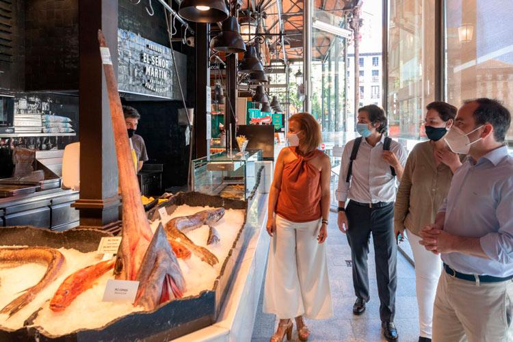 Maillo visita Mercado San Miguel1 1500x1000 - Maíllo asegura que Madrid está lista para el turismo de verano