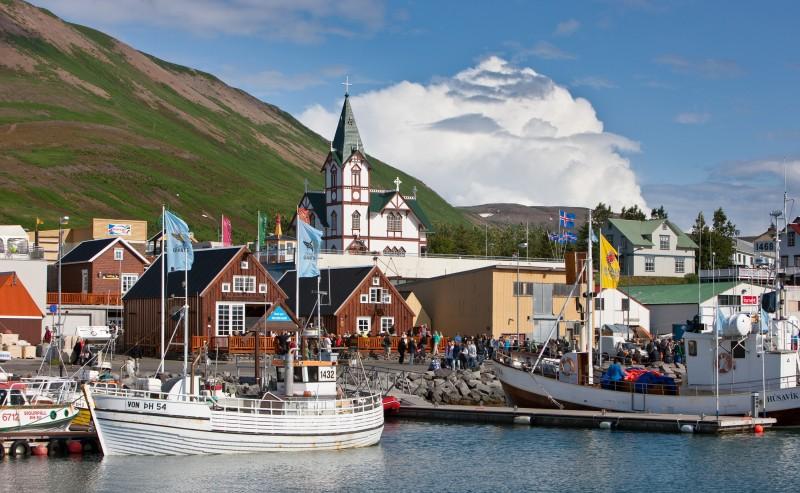 Puerto barcos Húsavík bahía de Skjálfandi Norte de Islandia - Norte de Islandia,  8 planes de energía, magia y tranquilidad