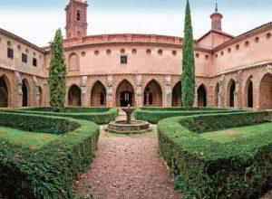 web monasterio claustro jardin copia 300x220 - Revista Más Viajes